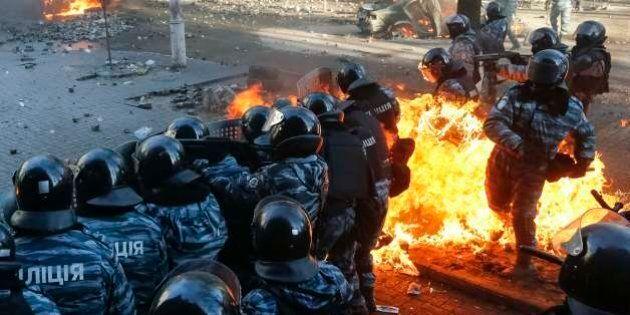 Ucraina, scontri a Kiev per l'Europa: 25 morti e città sotto assedio (FOTO,