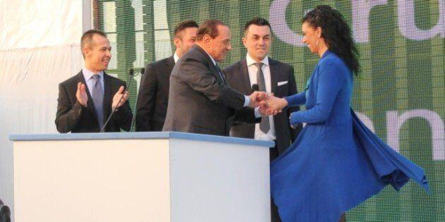 Silvio Berlusconi, le gaffe: barzellette, gesti poco eleganti, uscite infelici