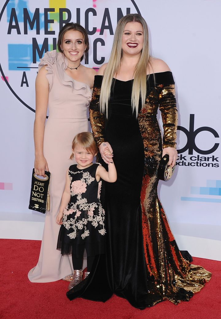 Clarkson brought River Rose and Savannah to the American Music Awards in 2017.
