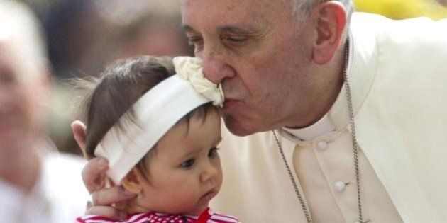 Papa Francesco indice un sinodo straordinario sulla famiglia. Il timore di fughe in avanti dopo l'apertura...