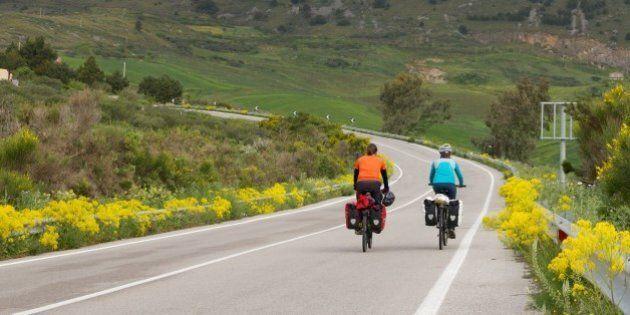 Il giro del mondo in bici in 4 anni: 100mila chilometri per 50 Paesi. L'impresa di 2 italiani