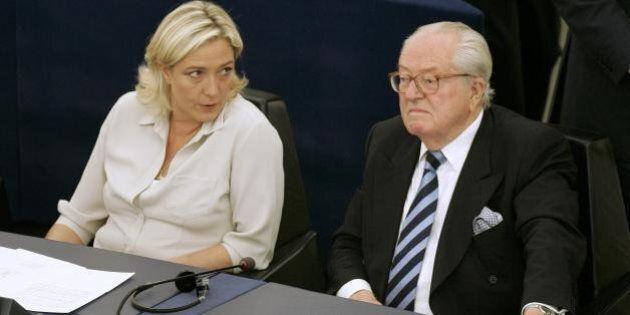 Marine Le Pen, il dobermann di papà Jean Marie le sbrana la gattina e lei scappa di