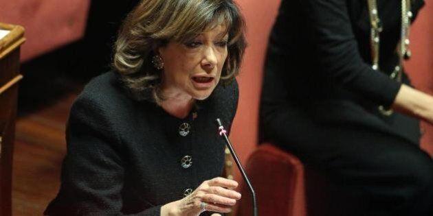 Silvio Berlusconi, senatrici di Forza Italia vestite di nero.