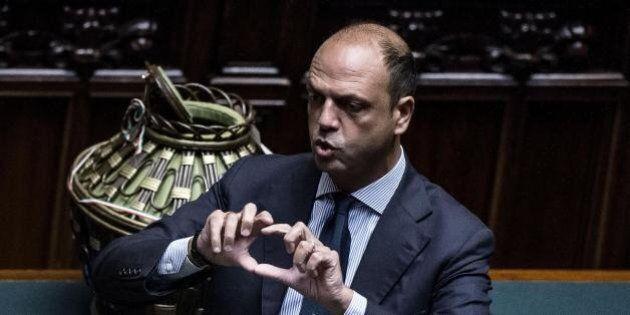 Nozze gay, Angelino Alfano contrario alla trascrizione nei registri dei Comuni: