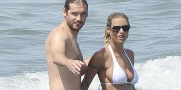 FOTO Michelle Hunziker e Anna Tatangelo al mare. Bellezze al bagno...con pancione e
