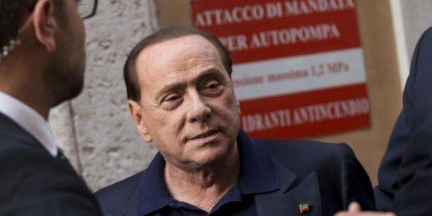 Silvio Berlusconi telefona a Matteo Renzi per il nuovo nome sulla Consulta e per offrire aiuto sul jobs