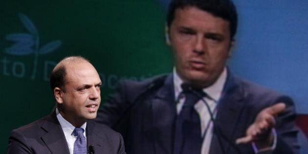 Matteo Renzi vuole Angelino Alfano fuori dal