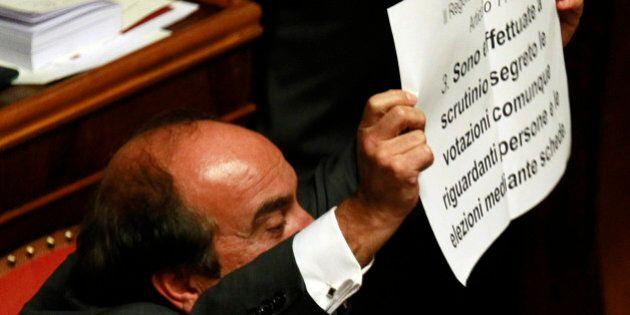 Domenico Scilipoti show in aula per Silvio Berlusconi. Grasso lo richiama: