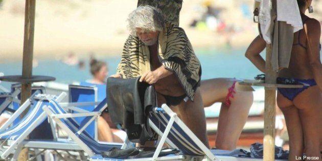 Beppe Grillo, missione gallurese per il leader del M5s. Tour sardo tra chiacchiere da bar e locali alla...