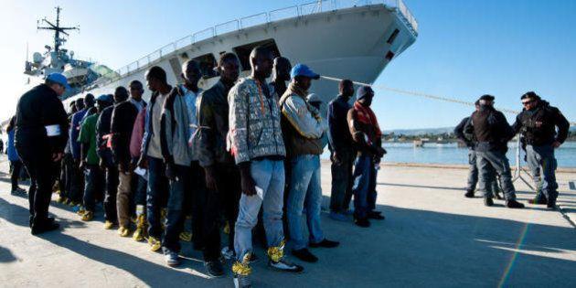 Immigrazione, la strategia del governo italiano per ottenere aiuto: