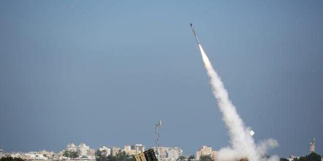 Gerusalemme, risuonano le sirene d'allarme, poi tre esplosioni. Israele lancia operazione Protective...