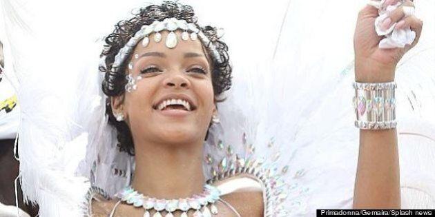 Rihanna al Carnevale delle Barbados. Si mischia ai fan e balla fino all'alba vestita di piume e