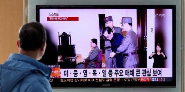 Corea del Nord, Jang Song-Thaek sbranato da 120 cani affamati. Rivelazioni shock su esecuzione zio di...