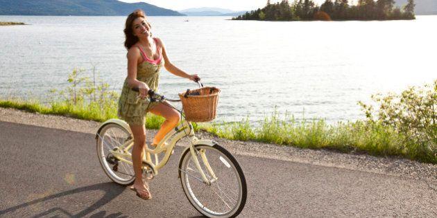 6 benefici dell'andare in bicicletta: allunga la vita e ci fa sentire più energici