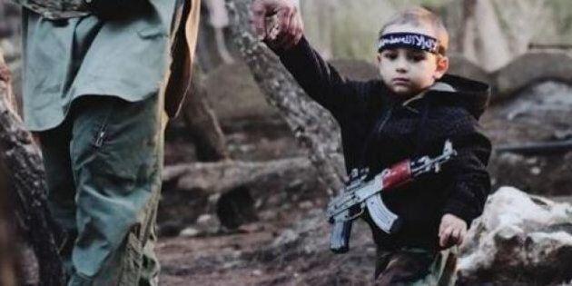 Ismail Mesinovic rapito dal padre in Veneto e fotografato con i miliziani dell'Isis. La madre: