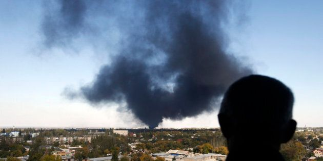 Ucraina, morto operatore italiano Croce Rossa a Donetsk dove sono ricominciati i