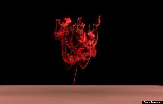 Mark Mawson fotografa l'incontro d'inchiostro ed acqua nella serie