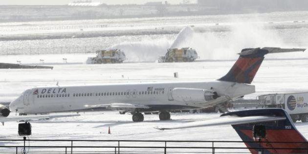 Usa, New York: un aereo Delta finisce fuoripista all'aeroporto John F. Kennedy International