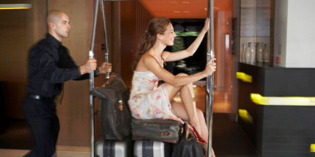 Le 10 richieste più bizzarre dei viaggiatori, secondo Skyscanner. Dalla zuppa di coccodrillo alle capre