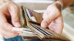 Trova un portafoglio con 96 mila euro dentro e lo