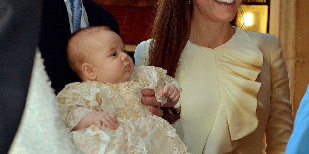 Kate Middleton e William contro i paparazzi: il principe George fotografato al parco con la tata. Pronti...