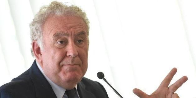 Michele Santoro, Servizio Pubblico cala ancora: ascolti al 5.25%. La crisi dei talk show