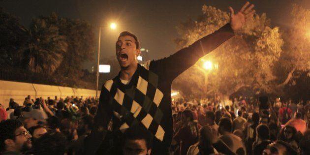 Egitto, scontri tra manifestanti pro Morsi e polizia all'università del Cairo, morto uno studente (FOTO,