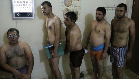 Baghdad, in fila per combattere l'Isis