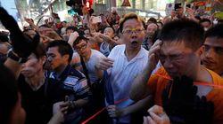 Mille manifestanti filo-cinesi attaccano gli attivisti della Umbrella