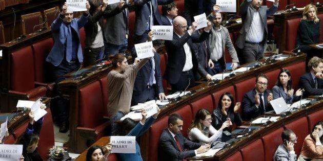 M5s, nuovi addii in Parlamento: dopo Vacciano, Simeoni e Iannuzzi altri dieci potrebbero lasciare. E...