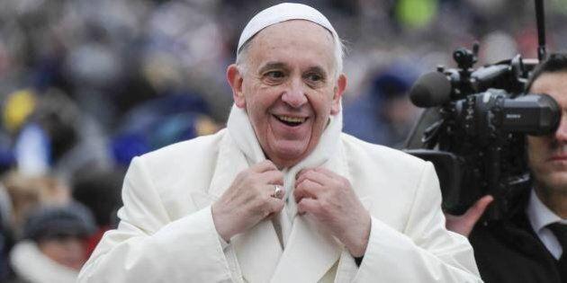Papa Francesco commissaria i commissari. Il Pontefice del decentramento costretto ad