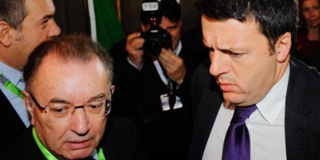 Matteo Renzi suggerisce l'uscita da Confindustria alle controllate del Tesoro. Carlo Calenda: