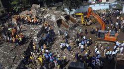 Crolla edificio di cinque piani a Mumbai