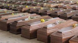 Altro che cerimonia di Stato. I migranti di Lampedusa tumulati senza funerale