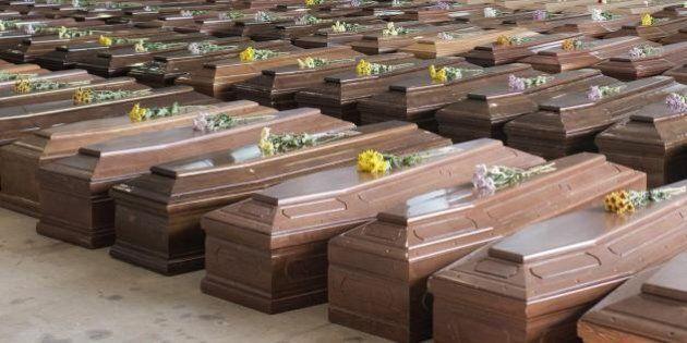 Lampedusa, migranti sepolti senza funerale e superstiti consegnati al regime eritreo. Tutti i pasticci...