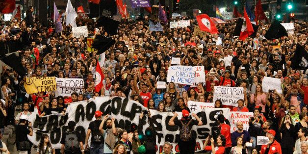 "Militants of fronts ""Popular Brazil"" and ""People without Fear"" organized act repudiation of President Mic"