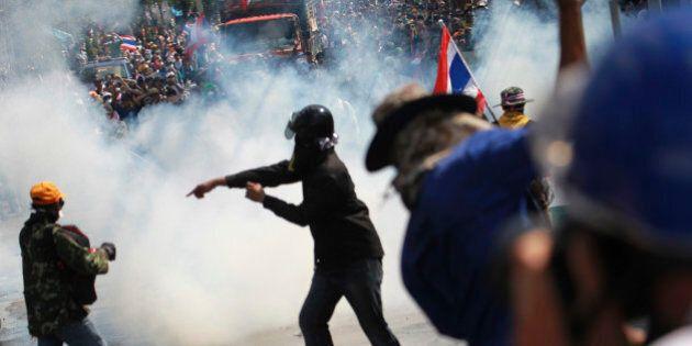 Thailandia: scontri a Bangkok, morti e feriti. La premier Yingluck Shinawatra costretta a nascondersi,...