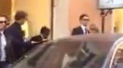 Kyenge fa shopping con scorta e auto blu:
