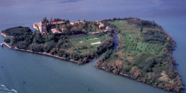 L'Isola di Poveglia a Venezia acquistata da un imprenditore: per 99 anni sarà un bene privato. Battuti...