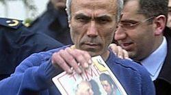 Ali Agca tenta di portare fiori sulla tomba di Giovanni Paolo
