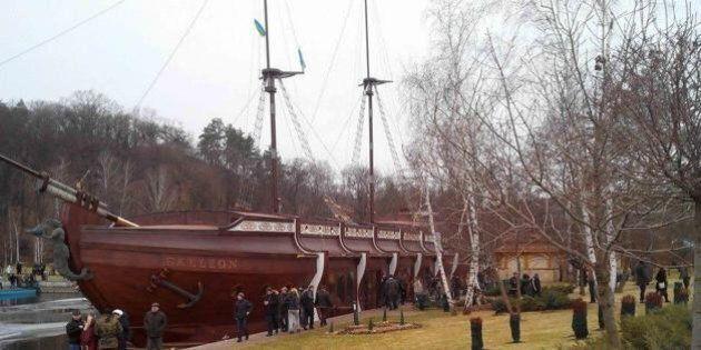 La villa di Kiev di Yanukovich come Saddam, una reggia tra zoo e galeoni. Oltre 140 ettari 'presa' dai...