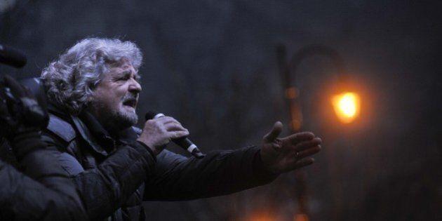 Beppe Grillo rincorre Renzi in vista delle europee: obiettivo scippargli i dossier su economia, lavoro,...