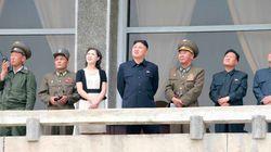 Piovono mutande su Pyongyang (FOTO,