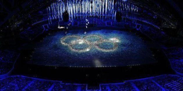 Sochi 2014: alla cerimonia di chiusura si ironizza del flop del quinto cerchio. Bilancio amaro per l'Italia