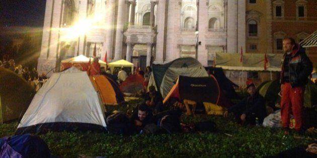 San Giovanni, la notte prima della manifestazione. In piazza anche le famiglie. Serata tranquilla tra...