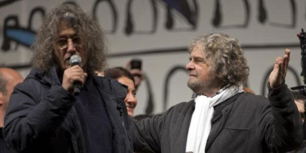 Beppe Grillo lancia l'ultimatum a Matteo Renzi sulle riforme: