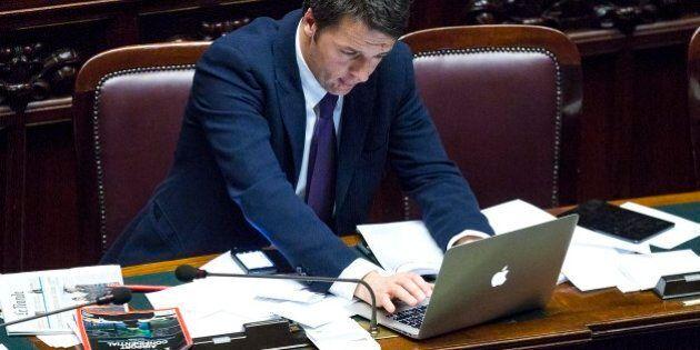 Matteo Renzi alla Camera è passione Apple: in aula con iPhone, iPad e Macbook
