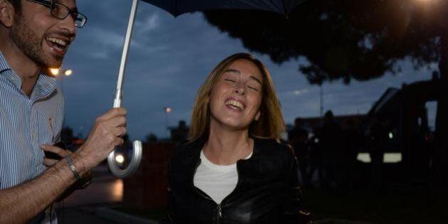 Maria Elena Boschi sotto la pioggia alla Festa dell'Unità a San Miniato a Pisa
