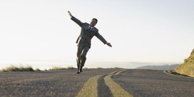 Vuoi allungarti la vita? Alzati dalla sedia! Secondo uno studio svedese, basta una pausa in piedi ogni...