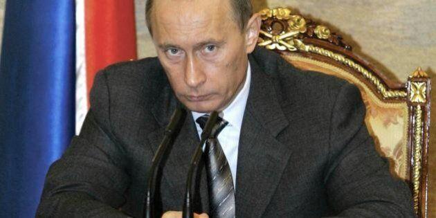 Crimea: polemica per la carta igienica con le iniziali di